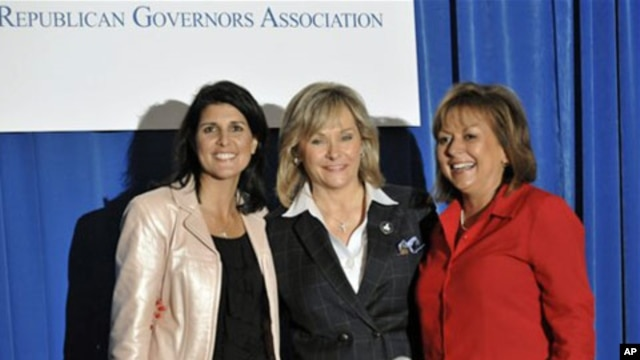 South Carolina Governor-elect Nikki Haley, (left), Oklahoma Governor-elect Mary Fallin, center, and New Mexico Governor-elect Susana Martinez pose for a photo after a news conference at the Republican Governors Association meetings, 17 Nov 2010.