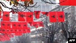 Kosovë: Kremtohet festa e flamurit kombëtar shqiptar