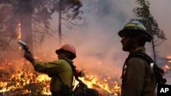 Dinas Kehutanan AS hari Rabu (4/9) mengatakan petugas pemadam kebakaran telah menguasai 80 persen wilayah yang dilanda kebakaran (foto: dok).