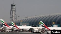 Beberapa pesawat milik Emirates Airlines di bandara internasional Dubai, Uni Emirat Arab (foto: ilustrasi).