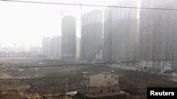 中国湖北省地级市襄阳的一个正在建设的新居民区 (资料照片)