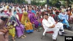 پاکستان کی ہندو برادری نے یہ احتجاج ایک ایسے وقت میں کیا ہے جب بھارتی وزیرِ اعظم نریندر مودی اقوامِ متحدہ کے سربراہی اجلاس سے خطاب کرنے والے ہیں۔