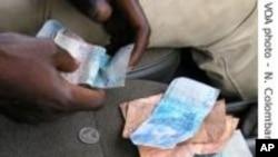 Les Africains paient très cher le droit d'envoyer des fonds à leurs proches en Afrique subsaharienne, rapporte la Banque mondiale