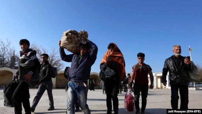 ترکیې څخه راستانه شوي افغان کډوال