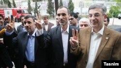 احمدی نژاد و حمید بقایی و رحیم مشایی که خرداد خوشبین به شرکت در انتخابات بودند در انتهای سال منتقد قوه قضاییه شده اند.