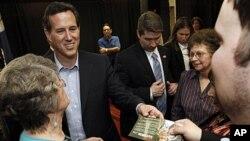 Rick Santorum ກໍາລັງກ່າວຂອບໃຈພວກສະໜັບສະໜຸນຫລັງຈາກໄດ້ ຮັບໃຊຊະນະທີ່ລັດຫລຸຍເຊຍນາແລ້ວ