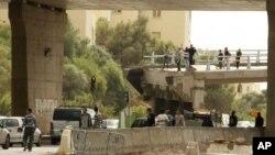 星期天﹐抗議者和防暴警察在突尼斯的一所大學發生衝突