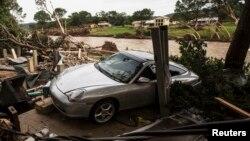 La lluvia desencadenada por las tormentas en el centro de EE.UU. deja a miles sin hogar y se esperan más inundaciones en el transcurso de la semana.