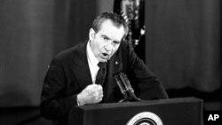 Ông Richard Nixon là Tổng thống thứ 37 của Hoa Kỳ, bắt đầu nhiệm kỳ năm 1969. Nỗ lực bí mật của ban vận động tranh cử cho ông Nixon nhằm phá hoại sáng kiến hòa bình của Tổng thống Lyndon Johnson lâu nay vẫn gây nên nhiều tranh cãi và là đề tài nghiên cứu của giới sử gia.