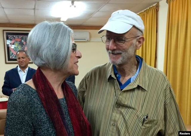 Alan Gross (R) speaks with his wife Judy shortly before leaving Havana, Dec. 17, 2014, in this photo tweeted by U.S. Sen. Jeff Flake (R-AZ).