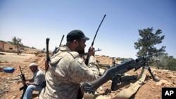 中国试图调停利比亚交战各方