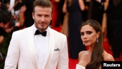 "David and Victoria Beckham arrive at the Metropolitan Museum of Art Costume Institute Gala Benefit celebrating the opening of ""Charles James: Beyond Fashion"" in Upper Manhattan, New York, May 5, 2014. REUTERS/Lucas Jackson (UNITED STATES - Tags: ENTERTA"
