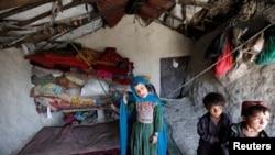 阿富汗儿童在喀布尔难民营