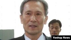 14일 방미 출국하는 김관진 한국 청와대 국가안보실장