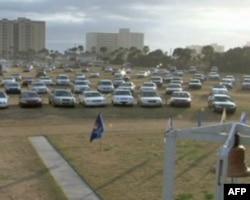 汽车教会的停车场上至少能容纳4、500辆汽车