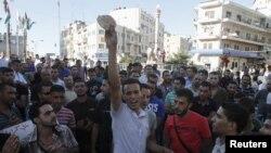 Puluhan supir truk di Ramallah, Tepi Barat menggelar unjuk rasa memprotes tingginya inflasi di Palestina, Minggu (9/9).