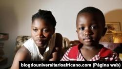Paula Beteba e o filho Abene