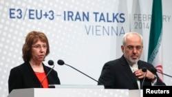 2014年2月20日欧盟外交政策负责人阿什顿(左)和伊朗外长穆罕默德·贾瓦德·扎里夫在维也纳会议后发表演讲