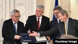 Dragan Čović predaje odgovore na EU Upitnik Jeanu Claude Junckeru
