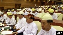 Zasedanje donjeg doma burmanskog parlamenta u prestonici Najpitavu, 23. april 2012.
