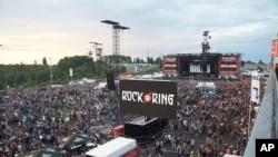 Khán giả rời lễ hội âm nhạc Rock am Ring bên ngoài thành phố Nuerburg, Đức, ngày 2/6/17