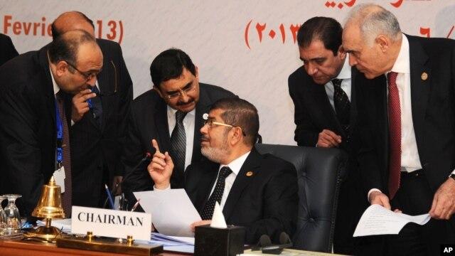 KTT OKI mendukung proposal Presiden Mesir Mohamed Morsi bagi sebuah dialog untuk mengakhiri perang saudara di Suriah (7/2).