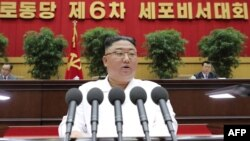 2021年4月8日朝鲜领导人金正恩在一个会议上致词