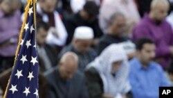 Warga AS melakukan shalat tarawih bersama dalam bulan Ramadan (foto: dok).
