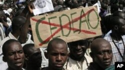 Malians opposing foreign military intervention to retake country's Islamist-held north protest ECOWAS (French acronym CEDEAO), Bamako, Oct. 18, 2012.