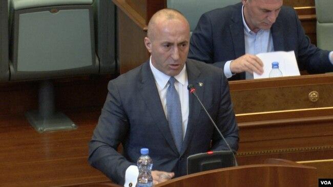 Parlamenti i Kosovës miratoi platformën e bisedimeve me Serbinë – reagime në Prishtinë dhe në Beograd