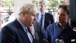 ລັດຖະມົນຕີຕ່າງປະເທດອັງກິດ ທ່ານ Boris Johnson ກ່າວຕໍ່ ບັນດານັກຂ່າວ.