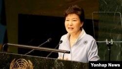 박근혜 대통령이 26일 유엔본부에서 열린 유엔 개발정상회의에서 기조연설하고 있다. (사진=연합뉴스)