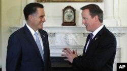 Mitt Romney bertemu PM Inggris David Cameron dalam lawatannya ke Inggris, sekaligus untuk menghadiri pembukaan Olimpiade 2012 di London (26/7).