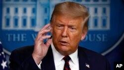 特朗普总统在白宫记者会上讲话。(2020年8月4日)