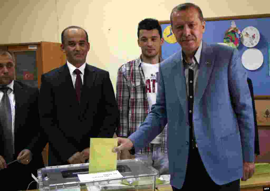 Turkey's Prime Minister Tayyip Erdogan casts his vote at a polling station in Istanbul June 12, 2011. Turkey's ruling AK Party was on course to win a resounding victory in Sunday's parliamentary election, having won 56 percent of the vote with 21 percent