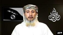 Nasser bin Ali al-Ansi dalam video yang menyatakan kelompoknya bertanggung jawab atas serangan di kantor majalah satir Chalie Hebdo (Foto: dok/ AFP PHOTO / HO / AL-MALAHEM MEDIA).