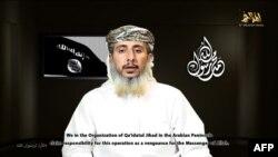 Ảnh trích từ một video tuyên truyền tải lên mạng hôm 14 tháng Giêng 2015, với nội dung là Nasser bin Ali al-Ansi đang tuyên bố thực hiện vụ tấn công toà soạn báo Charlie Hebbo