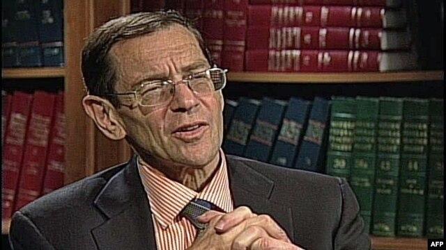 Nezavisni politički analitičar Brus Fajn