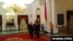 Presiden Joko Widodo menerima kunjungan Menteri Pertahanan Amerika Serikat James Norman Mattis di Istana Merdeka, Jakarta, 23 Januari 2018. (Foto: VOA/Andylala)