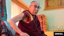សម្តេចសង្ឃ Dalai Lama ថ្លែងទៅកាន់សមាជិកសារព័ត៌មាននៅ Yiga Choezin ទីក្រុង Tawang។
