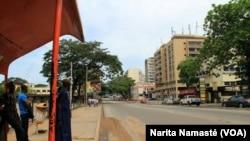 Le plateau était désert à cause de la mutinerie en cours, à Abidjan, en Côte d'Ivoire, le 15 mai 2017. (VOA/Narita Namasté)