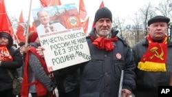 集会上久加诺夫的支持者