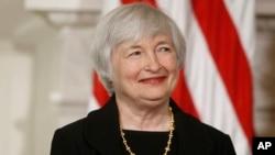 Calon gubernur Federal Reserve, Janet Yellen memberikan keterangan di depan Komisi Perbankan Senat AS, Kamis 14/11 (foto: dok).