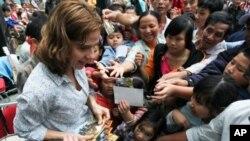 Rời Việt Nam, ca sĩ McBride cho biết cô hy vọng sẽ có cơ hội quay trở lại biểu diễn tại các tỉnh thành khác trong tương lai.