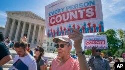 Una orden ejecutiva no anularía los fallos de la corte que bloquean la medida, pero sí ayudaría a persudir a cortes federales para que incluyan la pregunta sobre ciudadanía en el cuestionario del censo 2020.