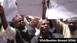 Sace dalibai mata su fiye da 200 da 'yan Boko Haram suka yi daga Chibok a ranar 14 Afrilu, ya janyo tofin Allah tsine daga fadin duniya. A bayansu, 'yan Boko Haram sun kai hare-hare a kan malamai, kamar wadannan dake yin zanga-zanga a Maiduguri. (VOA/Ibra
