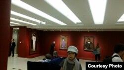 В одном из залов выставки. Photo: Oleg Sulkin