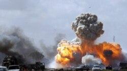 یک خودروی متعلق به نیروهای معمر قذافی حامی رهبر لیبی که پس از حمله هوایی نیروهای متحد، در جاده بنغازی و اجدابیا، منفجر شد. ۲۰ مارس ۲۰۱۱