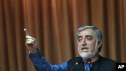Ứng cử viên tổng thống Afghanistan Abdullah Abdullah nói chuyện tại một cuộc họp báo trong thủ đô Kabul, 8/9/14