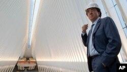Arsitek Spanyol Santiago Calatrava di pusat transportasi dekat World Trade Center, New York (Foto: dok).